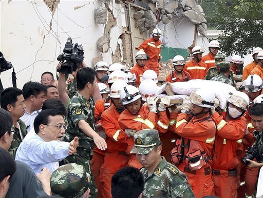 Chinese Premier Li Keqiang (in white shirt) instructing relief workers at the earthquake zone in the town of Longtoushan in Ludian County in southwest China's Yunnan Province Monday, Aug. 4, 2014. (Photo: Yao Dawei-AP)