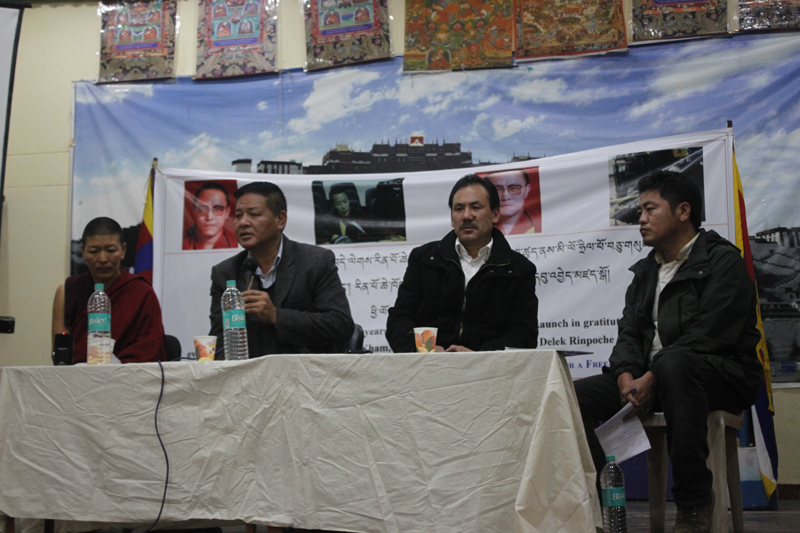 From left to right: Ani Gelek, former student of Trulku Tenzin Delek Rinpoche, Speaker Penpa Tsering, Bawa Kelsang Gyaltsen, member of Tibetan Parliament and Dorje Tseten, Asia Director of Students for a Free Tibet.