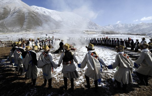 An ethnic group dances in southwest China's Tibet Autonomous Region in March. Photo: Xinhua