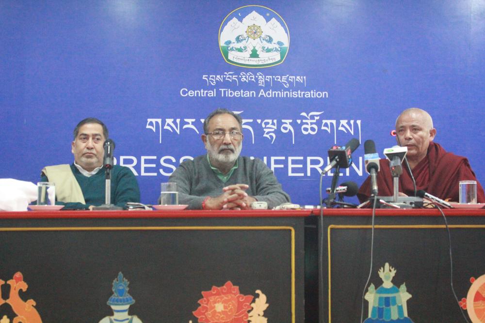 (From left to right)  Mr Arun Kumar Srivastava, General Secretary, Janta Dal