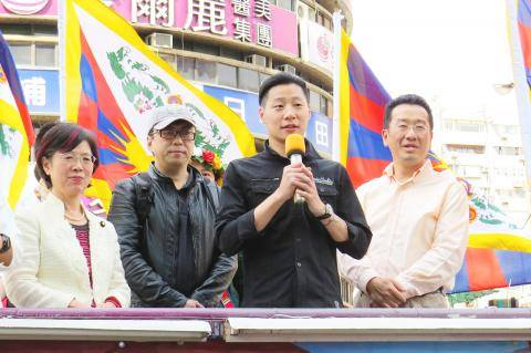 Freddy Lim (second right) speaking at a rally in Taipei to promote Tibetan rights, Photo: Chen Yu-fu, Taipei Times