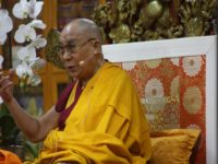 His Holiness begins four-day teaching on 'Buddhapalita's Commentary on the Fundamental Wisdom of Middle Way'